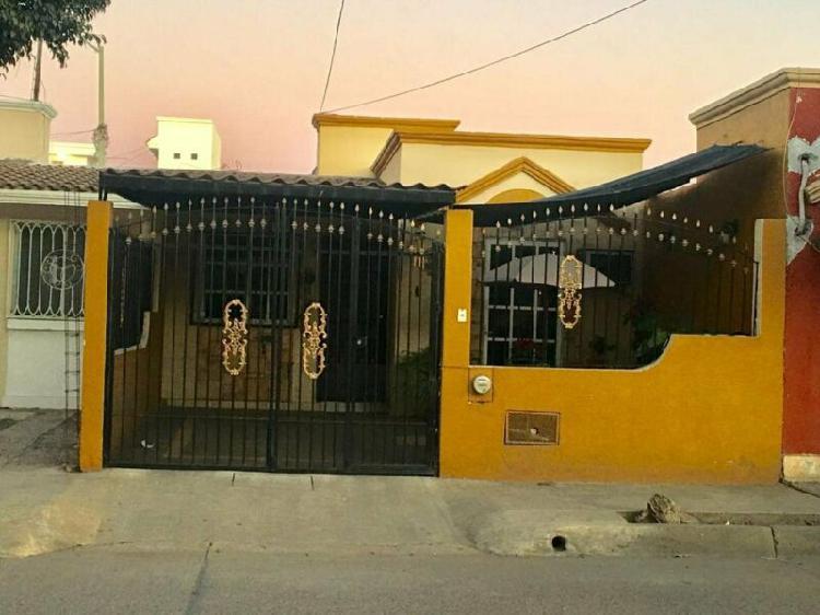 Casa a cinco minutos de plaza acaya en colonia arboledas iii