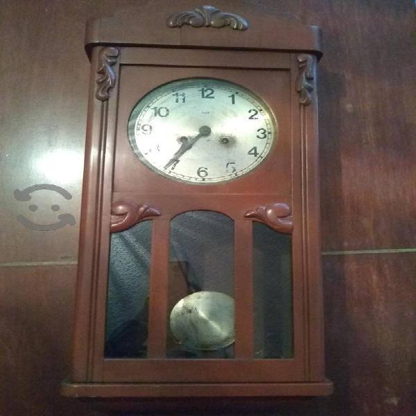 Reloj antiguo de pared suizo