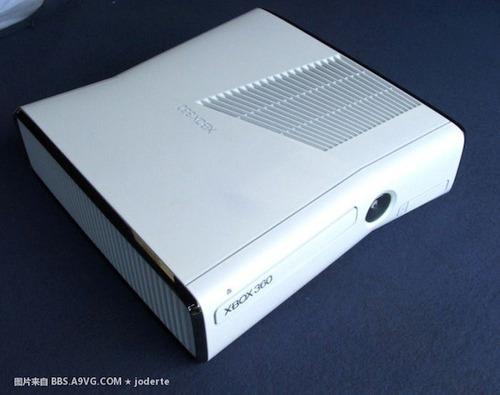 Xbox 360 slim blanco con un control y más de 50 juegos