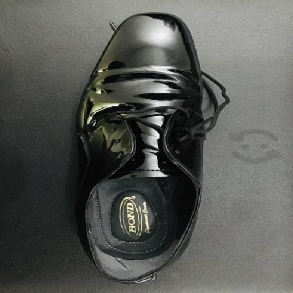 Zapatos negros bond