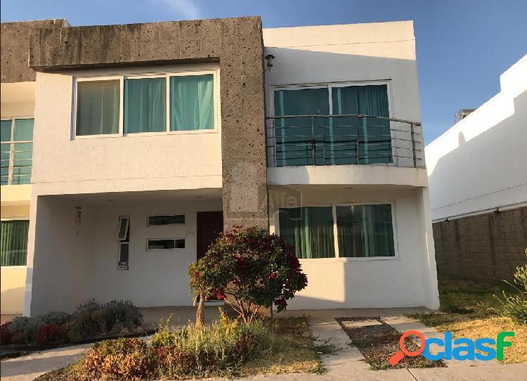 Casa en renta en Natura Residencial excelentes condiciones amueblada y facturable