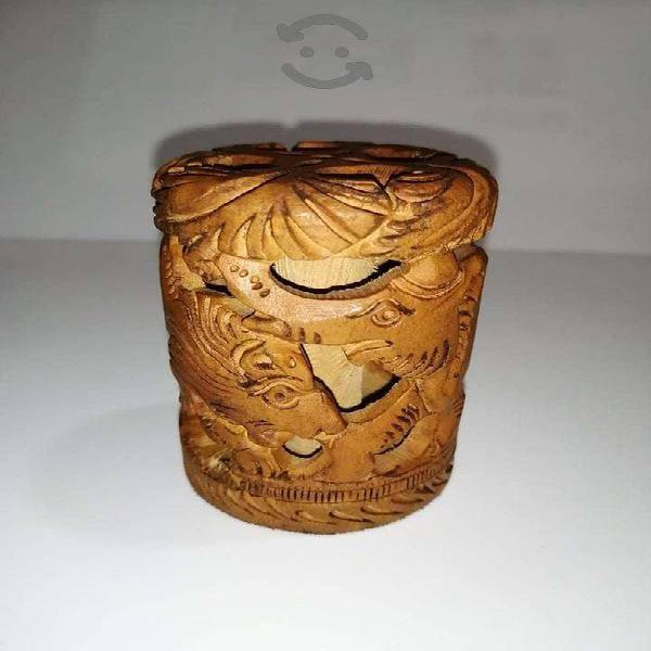 Antiguedades talla en madera para plumas