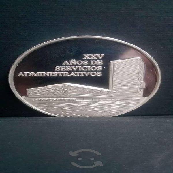Moneda medalla unam plata peso aprx. 2 onzas