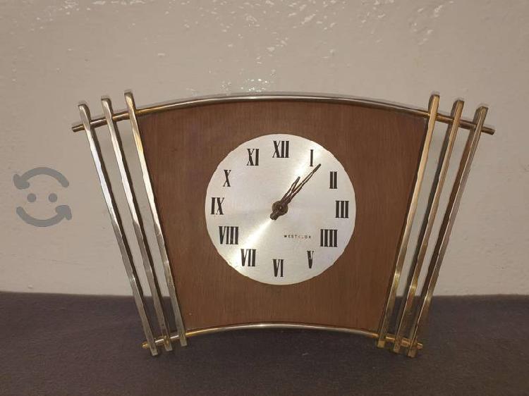 Reloj de pared antiguo electromecánico