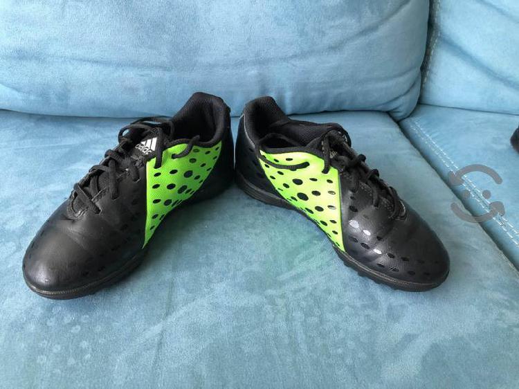Zapatos de fútbol para niño