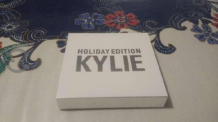 3 paquetes de gloss kylie holiday con envío gratis