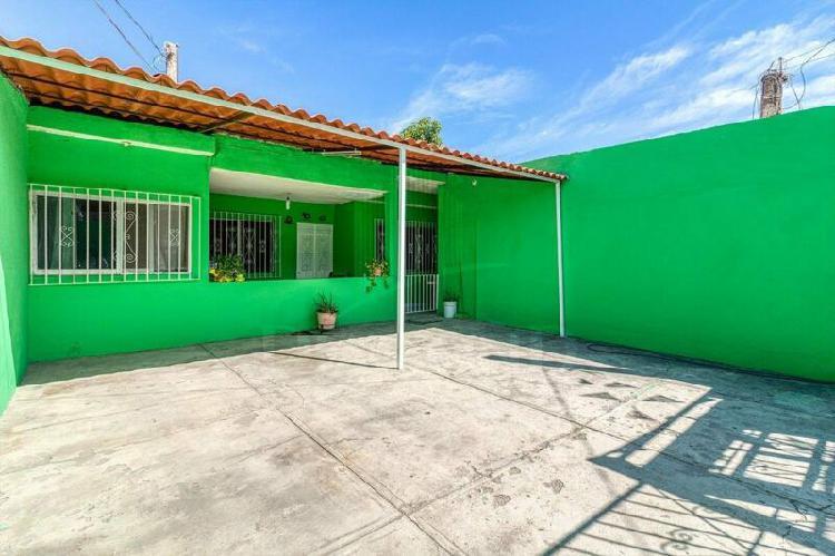 Casa en colonia francisco villa terreno amplio mazatlán