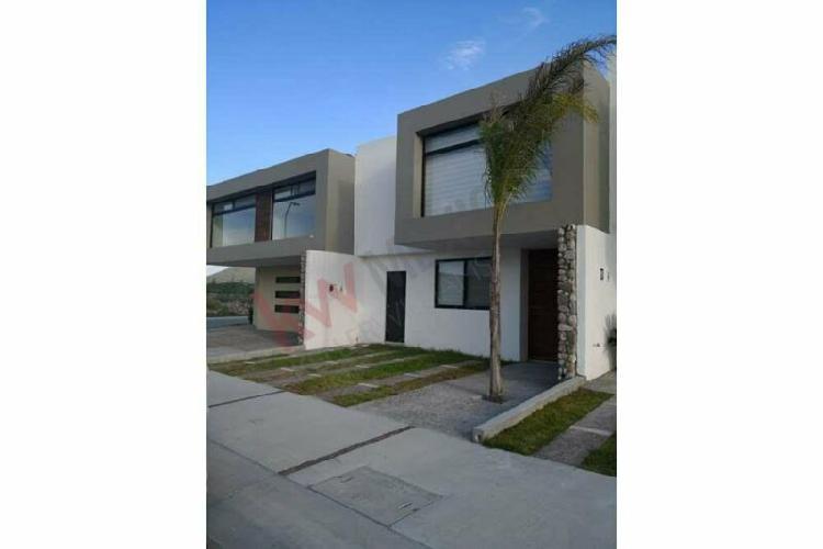 Casa en venta con amplia distribución recamara principal