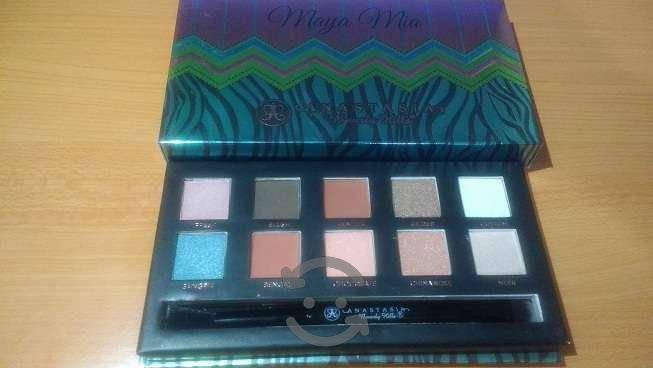 Nueva paleta maya mia con 10 sombras