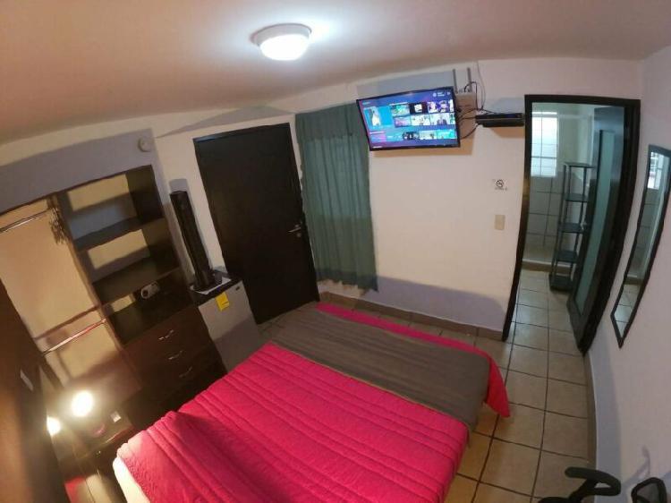 Rento habitacion con servicios plaza crystal puebla
