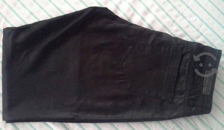 Un pantalón mujer calvin klein negro/nuevo. $450