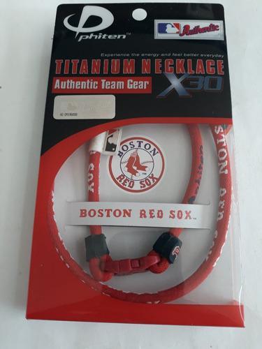 Collar phiten titanio boston red sox, rojo con letras blanca