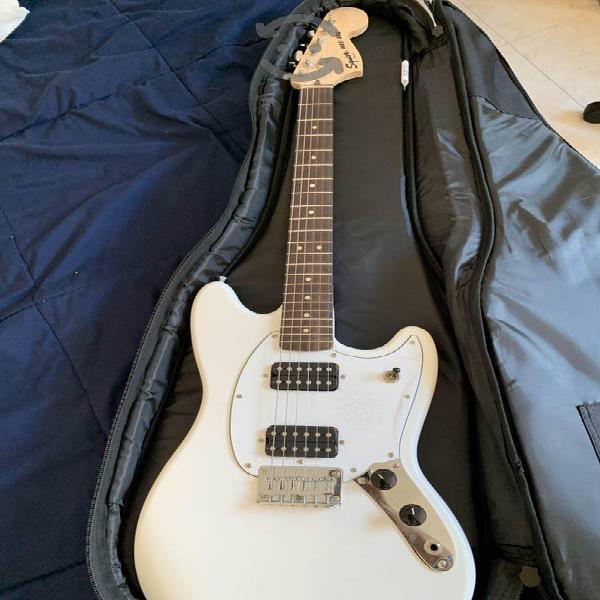 Guitarra y funda fender squier