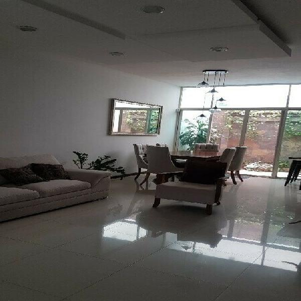 Hermosa casa, 2 niveles + roof
