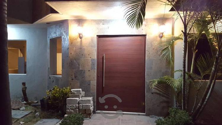 Puerta para exterior de aluminio color madera