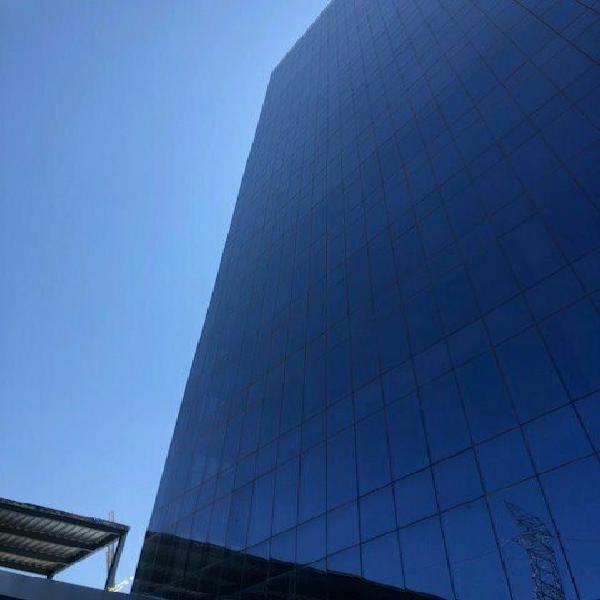 Renta oficina de lujo corporativo titanium piso 18