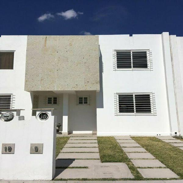 Renta de casa amueblada en tres cantos residencial