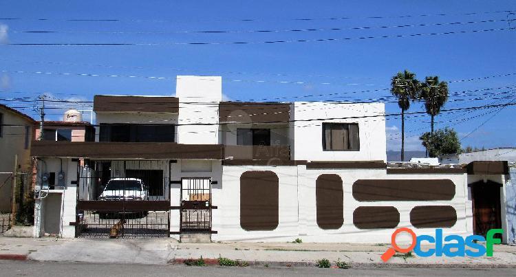 Casa en venta en zona centro. calle 13, ensenada, b.c.