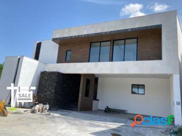 Venta de residencia en sierra alta carretera nacional