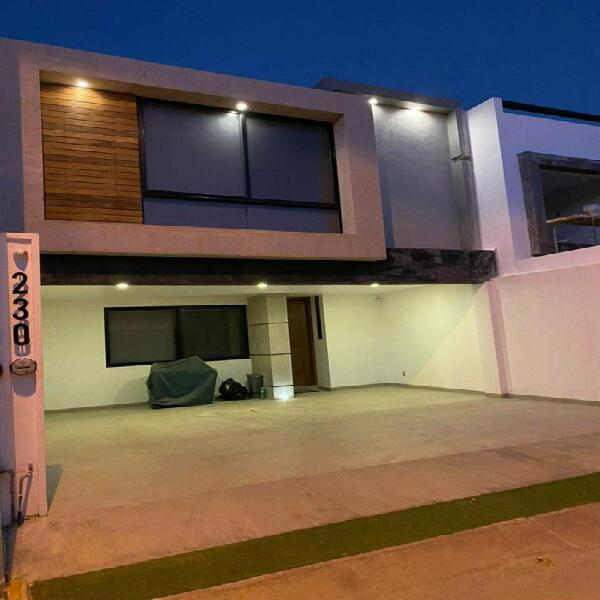 Casa en venta en sierra nogal leon gto 3 recamaras y 3.5