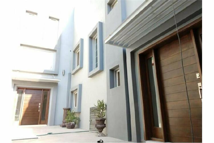 Casa en renta de 3 niveles ubicada exclusiva zona dorada