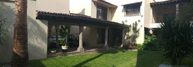 Se vende residencia en juriquilla villas del meson golf
