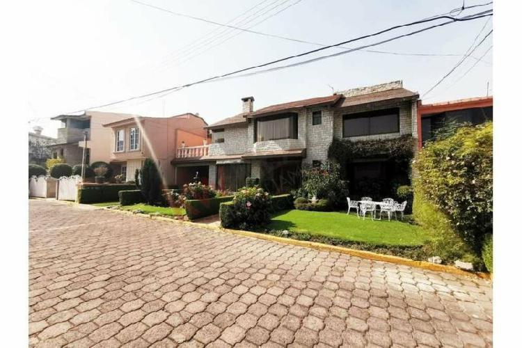 Casa amplia de 4 recamaras en condominio zona fuentes de