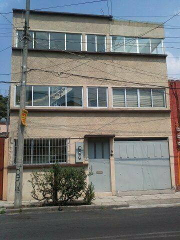Edificio de 3 niveles y 3 departamentos (uno por piso)