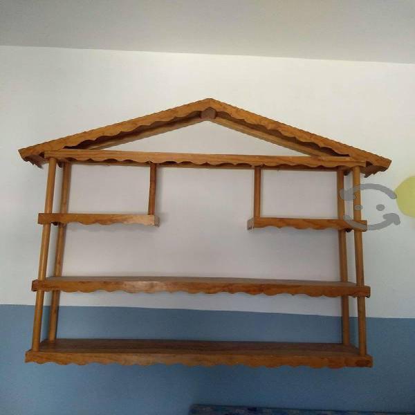 Juguetero Repisa Mueble de madera barnizada trato