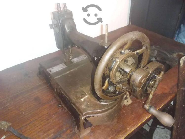 Maquina antigua funcionando