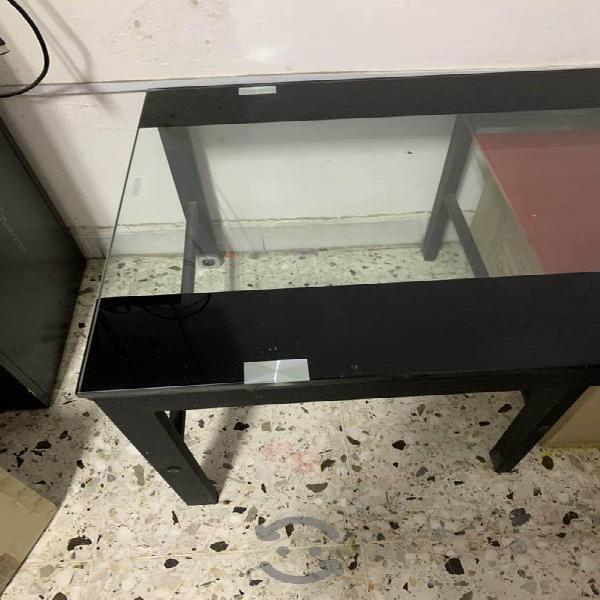Mesa de centro de vidrio y metal