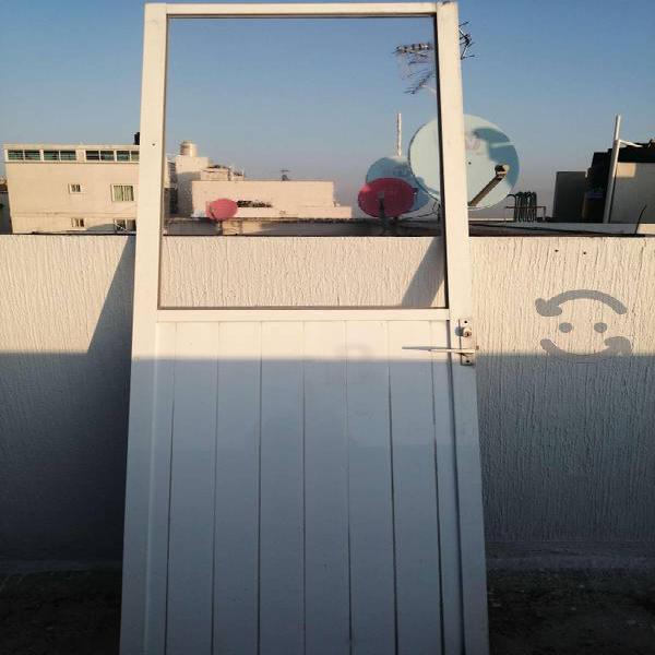 Puerta de aluminio blanco para cocina o zotehuela