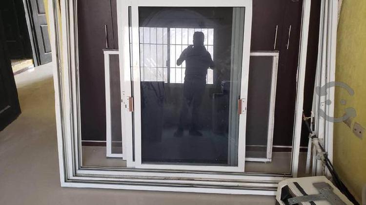 Ventanas y puerta de aluminio
