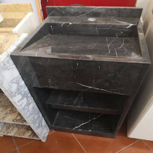 Mueble tocador de baño en mármol negro
