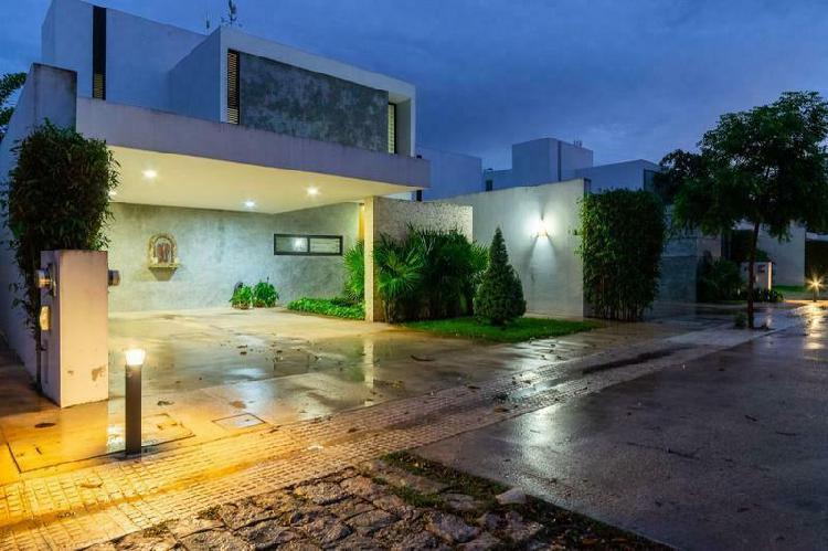 Casa en venta en merida, privada de lujo en santa gertrudis