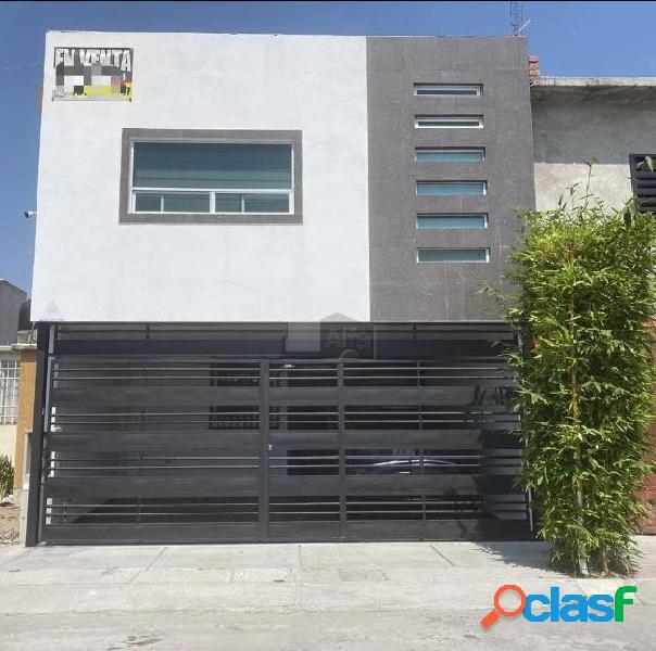 Venta de amplia y bonita casa remodelada en villa los álamos celaya!!!