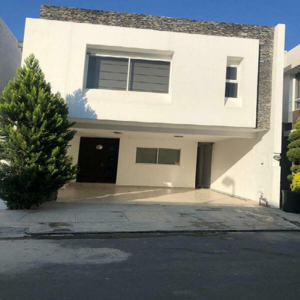 Casa en venta en encino real - zona carretera nacional (mvo)
