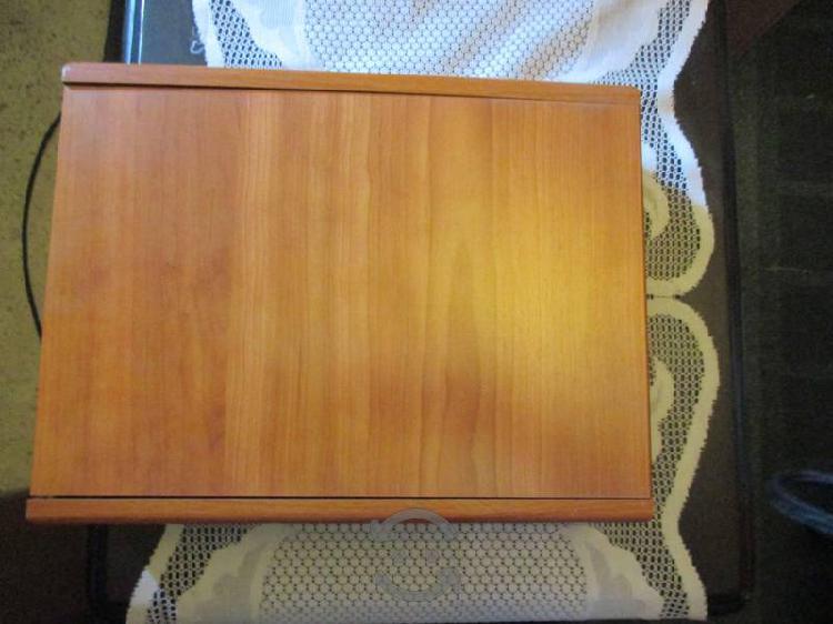 Juego de cubiertos en caja de madera