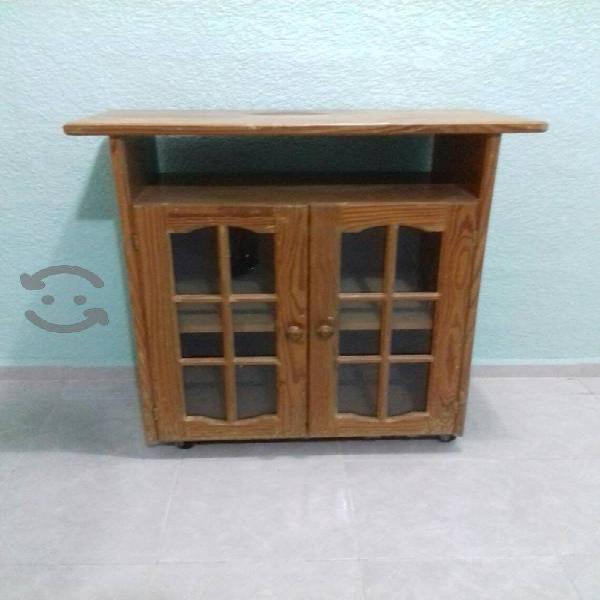 Mesa de madera con gaveta de cristal y rueditas