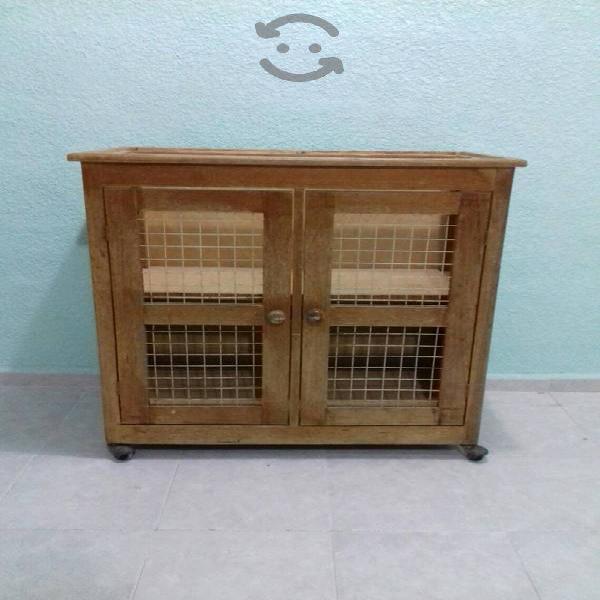 Mesa de madera con gaveta de metal y ruedas