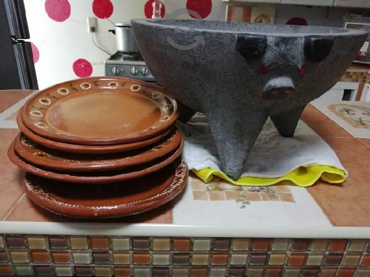 Molcajete yumbo y platos barro de regalo