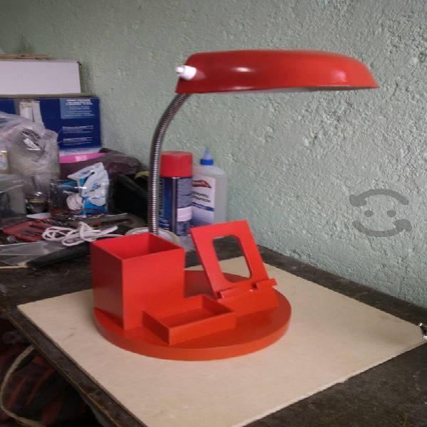 Lámpara de escritorio multifuncional
