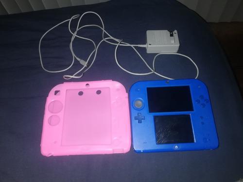 Nintendo 2ds con cargador original y accesorios