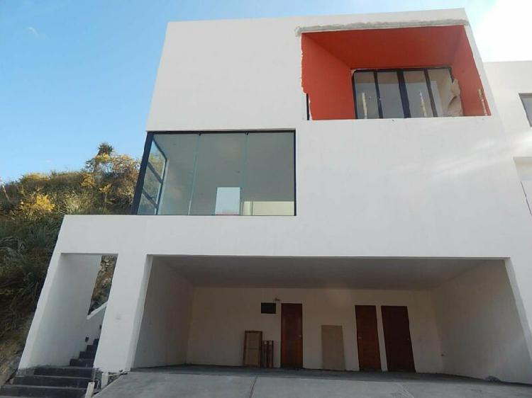 Venta casa grande nueva en cumbres 2do.sector 7 min.