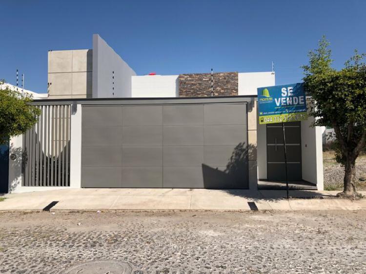 Casa en venta de 1 una planta en Residencial Esmeralda Norte