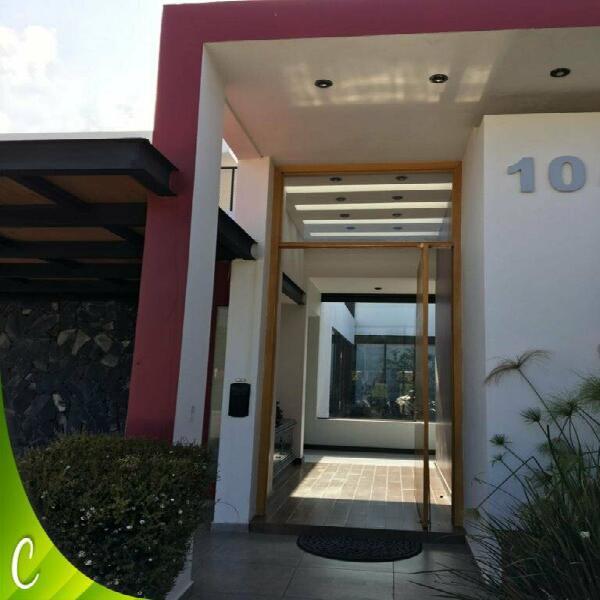 Fantástica casa en venta en el alamo country club de celaya