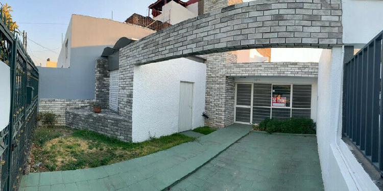 Hermosa Casa de tres recamaras en Chapultepec Country