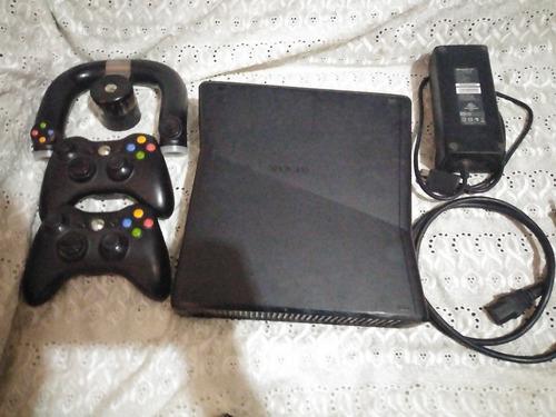 Xbox 360 silim con 3 controles 6 juegos y todos los cables.