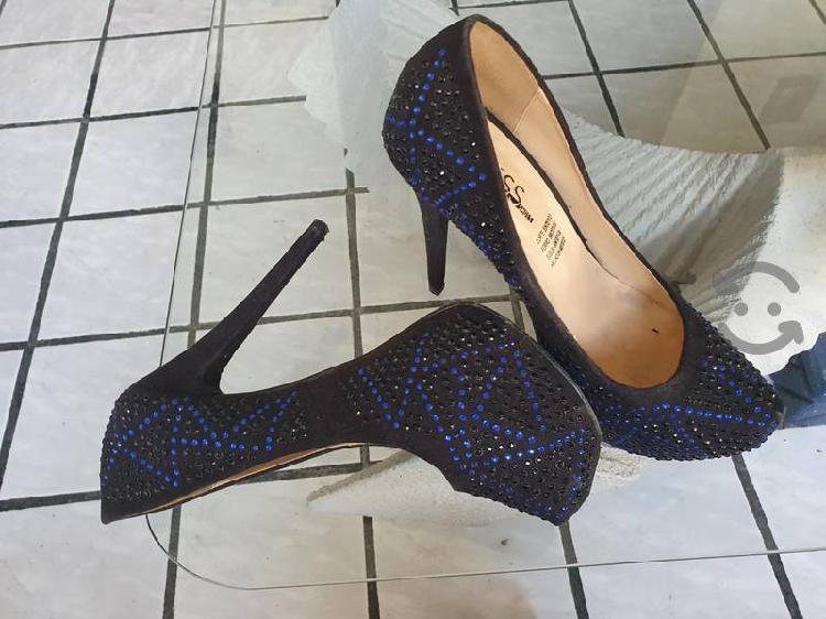 Zapatos altos negros con pedreria azul talla 5
