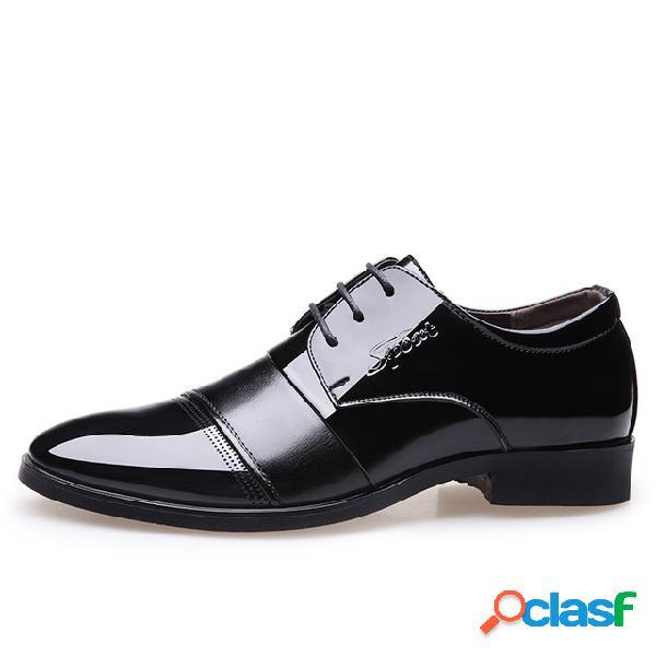 Zapatos de cuero de los hombres en punta de boda zapatos